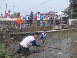 kerja-bhakti-bersih-sungai