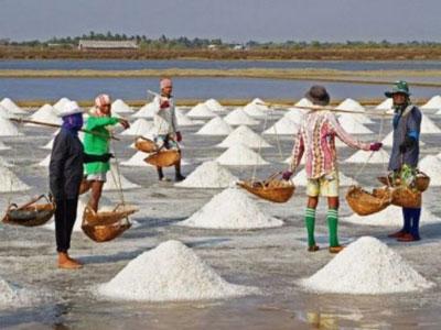 Industri garam di Sumenep.