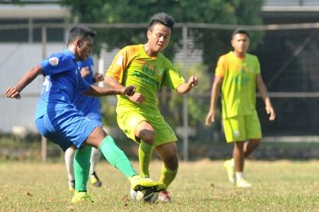 Persebaya berhasil menang tujuh gol tanpa balasa saat melawan Surabaya FC di laga uji coba di Lapangan Sier Rungkut Surabaya. ist