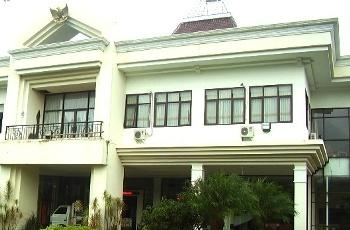 Gedung DPRD Kota Batu merupakan aset Pemkot Batu yang dibangun pada tahun 2004.