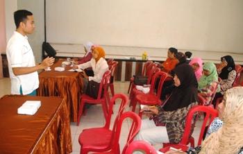 Kader Posyandu diberikan wawasan tentang lansia agar dapat memberikan pendampingan kepada para lansia yang ada di Kota Batu