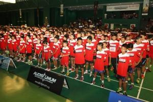 Ribuan peserta Audisi Umum dengan serius menyimak arahan tim Pelatih PB Djarum - Copy