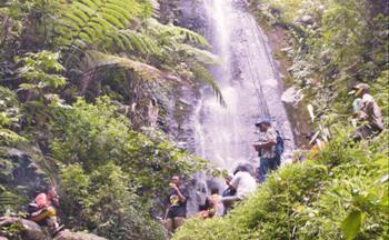 Air Terjun Parijoto. Lokasi wisata ini berada di Kecamatan Mojo, tepatnya berada di perbatasan antara Desa Pamongan dan Desa Blimbing.
