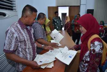 488 Guru K2 Surabaya Terima SK PNS