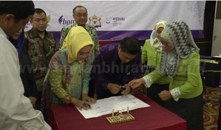 Walikota Kediri dan Plt Kadi Jatim Menyaksikan Penandatangan MoU